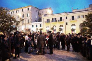 Fascinazione a Sassari per l'omaggio di fine anno a Enrico Costa, pubblico stregato dalla mostra e dalle passeggiate.
