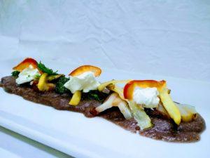 """""""Auguri Carbonia"""", il piatto-omaggio di chef Fanutza con i colori e sapori della città."""