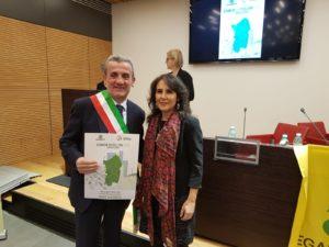 """Il comune di Sant'Antioco ha ottenutola """"menzione speciale"""" in qualità di comune costiero, alla prima edizione dell'EcoForum Sardegna promosso da Legambiente sulla raccolta differenziata."""
