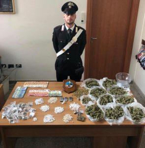 Un blitz dei carabinieri, a Cagliari, la scorsa notte ha portato al sequestro di un ingente quantitativo di droga e all'arresto di un ventenne.
