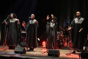 Ultimi impegni in Sardegna per gliUni.Sound, il gruppo newyorkese al centro della sedicesima edizione di Gospel Explosion. Sabato sera prima a Serramanna, poi a Iglesias.