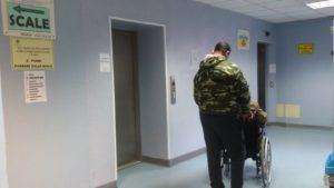 Emergenza ascensori all'ospedale Santa Barbara di Iglesias. Si è guastato l'unico ascensore disponibile e molti pazienti non hanno potuto fare le visite specialistiche.