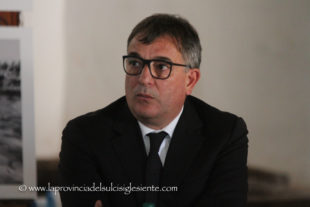 Gli esiti dei tamponi tardano ad arrivare, Salvatore Puggioni rinvia la diretta Facebook