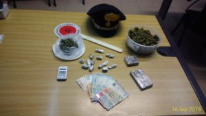 I carabinieri di Selargius hanno arrestato un 23enne del posto per detenzione ai fini di spaccio di sostanze stupefacenti.