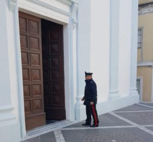 Un uomo di 48 anni è stato arrestato, in flagranza di reato, dai carabinieri di Calasetta, per il furto di 30 euro dalle cassette delle offerte nella chiesa di San Maurizio.