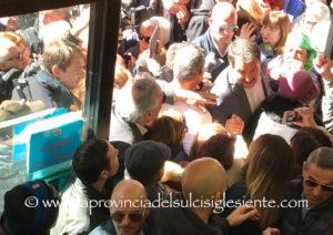 Nuovo bagno di folla, per il vicepremier, ministro dell'Interno e leader della Lega, Matteo Salvini, questa mattina al Mercato di San Benedetto, a Cagliari.