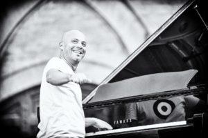 Sabato sera, ad Alghero,Stefano Battaglia in piano solo, nella chiesa di San Francesco (ore 21.00) per la rassegna JazzAlguer.