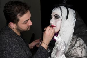 Il make-up artist sardo Samuele Caredda re-interpreta la maschera della Sartiglia.
