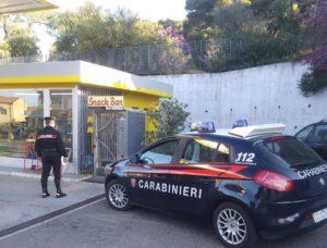 I carabinieri di Narcao, in collaborazione con il Nucleo Radiomobile di Carbonia, hanno arrestato un 41enne di Carbonia, sorpreso a scassinare un distributore automatico di alimenti e bevande.