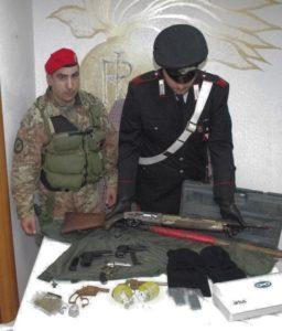 I carabinieri di Dolianova hanno arrestato un 52enne e i due figli di 24 e 20 anni, per detenzione illegale di armi e munizionamento.