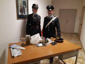 Ieri sera i carabinieri delle stazioni di Guspini ed Arbus hanno arrestato un disoccupato 53enne di Guspini per il reato di detenzione e spaccio di sostanze stupefacenti.