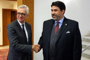 Si è svolto questo pomeriggio, a Villa Devoto, il passaggio di consegne tra il governatore uscente Francesco Pigliaru, ed il neo presidente della Regione Sardegna Christian Solinas.