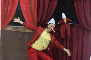"""Domenica 24 marzo, alle 17.30, al Teatro delle Saline – piazzetta Billy Sechi n. 3/4, a Cagliari, si apre la rassegna """"Famiglie a teatro""""."""