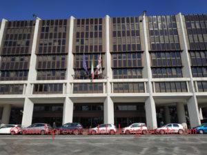 L'opposizione in Consiglio regionale: «Regione bloccata dall'inefficienza della Giunta Solinas»