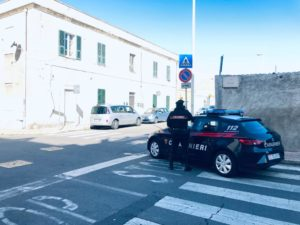 I carabinieri di Cagliari hanno arrestato per i reati di traffico di sostanze stupefacenti e porto di armi ed oggetti atti ad offendere, un 30enne cagliaritano incensurato.