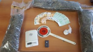 Ieri pomeriggio, a Sardara, militari del Nucleo Investigativo del Comando Provinciale di Cagliari, hanno arrestato una disoccupata 35enne,sorpresa a trasportare 1,2kg di marijuana.