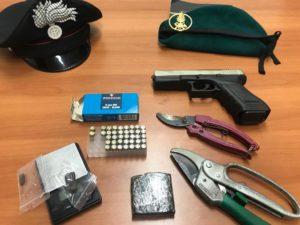 Un giovane cagliaritano è stato arrestato dopo aver sparato dal finestrino ed aver postato tutto su Instagram.