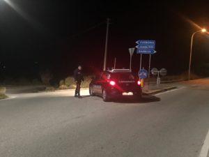 I carabinieri di Carbonia hanno arrestato un 25enne per resistenza a pubblico ufficiale, guida in stato di ebbrezza alcolica, lesioni personali colpose e fuga con omissione di soccorso.