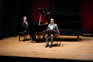 """Stamani, venerdì 26 aprile, la sala biblioteca del Teatro delle Saline ha ospitato la presentazione di """"1 €uro festival""""."""
