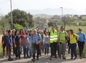 Circa 300 persone hanno camminato insieme ieri mattina lungo il Cammino Minerario di Santa Barbara, da Piscinas a Masainas, passando per il centro abitato del comune di Giba.