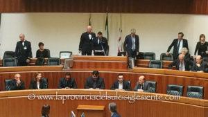 Il passaggio di consegne tra il presidente uscente Gianfranco Ganau (Pd) ed il neo eletto Michele Pais (Lega).