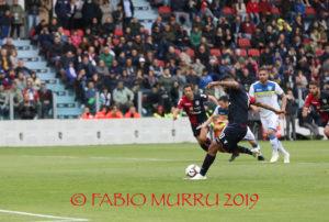 E' stato sufficiente un calcio di rigore trasformato da Joao Pedro, al Cagliari, per superare il Frosinone alla Sardegna Arena. Ora la salvezza è a un passo.
