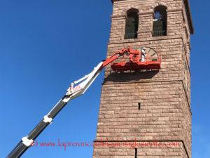 Gli operai di una ditta privata si sono messi al lavoro stamane per ripristinare le lancette dell'orologio del Campanile di San Ponziano, un emblema della città di Carbona.