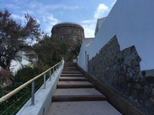 Sono terminati i lavori di ristrutturazione della scalinata Sottotorre, a Calasetta.