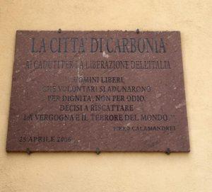 Domani, 25 aprile, il sindaco di Carbonia Paola Massidda deporrà una corona d'alloro presso la targa dedicata ai caduti per la Liberazione dell'Italia.