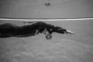 La cagliaritana Yara Espis si è laureata campionessa mondiale di apnea battendo il record del mondo di DNF, apnea dinamica senza attrezzi (rana subacquea), categoria Cmas.