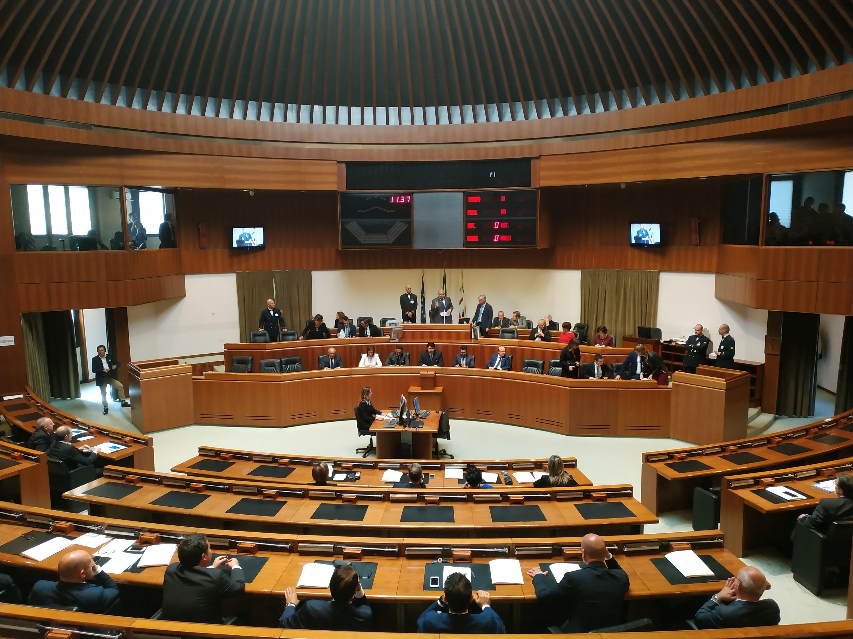 Sì è insediato il nuovo Consiglio regionale. Il presidente Christian Solinas ha presentato una Giunta provvisoria di soli 5 assessori su 12. Rinviata l'elezione del presidente del Consiglio.