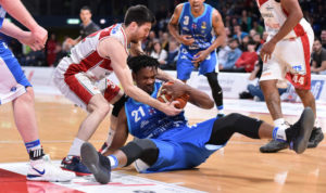 Neppure la Vuelle Pesaro è riuscita a fermare la marcia della Dinamo Banco di Sardegna, giunta alla decima vittoria consecutiva, la sesta in campionato.