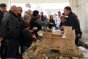 Alla Cavalcata Sarda, a Sassari, tutti pazzi per il pane e il filindeu. Piazza Castello cuore delle eccellenze gastronomiche, stasera in Piazza d'Italia la premiazione al miglior pane dell'Isola.