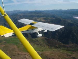 InSardegna una pattuglia di oltre 10 aerei ultraleggeri a disposizione della Protezione Civile per la ricerca dei dispersi in mare.