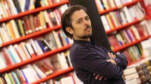 """L'ultimo romanzo di Flavio Soriga """"Nelle mie vene"""" verrà presentato a Santa Teresa di Gallura giovedì 30 maggio, alle 19.00."""