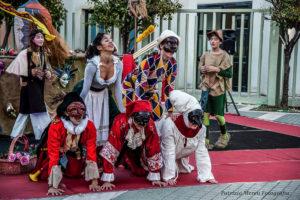 """Venerdì 3 e sabato 4 maggio, il Teatro delle Saline di Cagliari, ospita lo spettacolo """"Matte maschere Maccus. Un tuffo nel passato per ritrovare le fiabe e tornare a giocare"""", di Virginia Viviano."""
