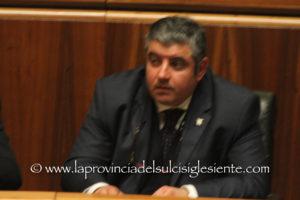 L'assessore degli Enti locali Quirico Sanna, sulle nuove Province, «apre» – in commissione Autonomia – «alle legittime aspirazioni dei diversi territori».