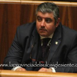 L'assessore Sanna propone: «Via il limite di mandati per i sindaci dei Comuni sotto i 1.500 abitanti»