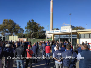 Sale la mobilitazione contro l'annunciata dismissione della Centrale Grazia Deledda alimentata a carbone entro il 2025.