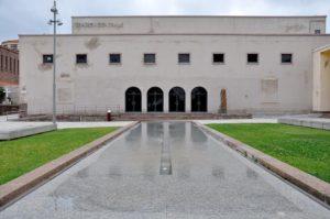 """Questa sera, al Teatro Centrale di piazza Roma, a Carbonia, andrà in scena la commedia in lingua sarda """"Sa Corona de Zia Belledda""""."""