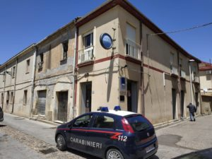 I carabinieri di San Gavino Monreale e Pabillonis hanno arrestato in flagranza G.G., nullafacente 45enne del posto, per i reati di evasione e di atti persecutori.