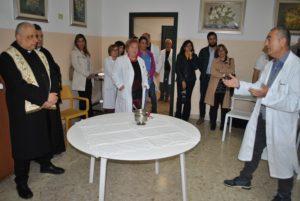 Nuovi tavoli e poltroncine per ilServizio psichiatrico di diagnosi e cura sono stati donati dalla Curia di Alghero e dalla famiglia del medico Tsatsaris Apostolis scomparso lo scorso anno.