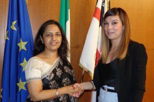 """L'assessore regionale dell'Industria stamane ha incontrato l'ambasciatrice dell'India in Italia, Reenat Sandhu, in Sardegna per l'apertura della """"Summer school"""" di Sotacarbo a Carbonia."""