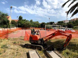 Sono iniziati, a Sant'Antioco, i lavori per la costruzione della recinzione del campetto di via Matteotti.