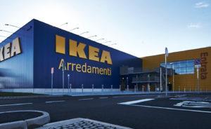 Ikea assume 60 diplomati e laureati. Si cercano addetti vendita, addetti logistica, addetti clienti…. nei vari store italiani.