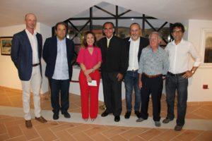 """Il guru dei pubblicitari italiani, Gavino Sanna, sabato ha inaugurato al Museo Ortiz di Atzara l'importante mostra d'arte """"Cent'anni""""."""