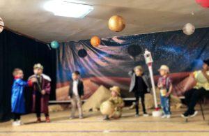 """I bambini della Scuola dell'Infanzia di via Dalmazia, a Carbonia, sono stati protagonisti del musical """"In viaggio con il Piccolo Principe""""."""