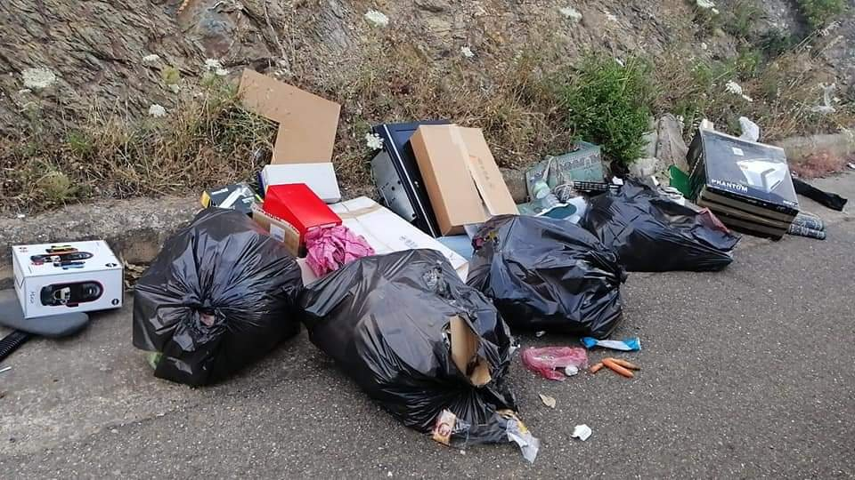 Il comune di Domusnovas ha individuato e sanzionato pesantemente due persone che avevano abbandonato rifiuti per strada.