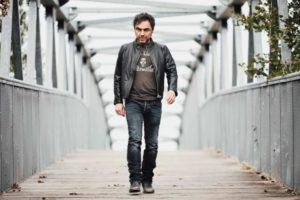 Tre dischi in cinque anni e ora un nuovo singolo in uscita. Non si ferma il viaggio musicale di Marco Ligabue, cantautore di Correggio con oltre 500 live all'attivo.