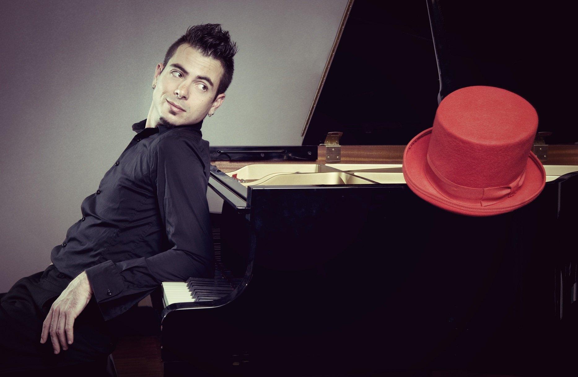 Domenica al festival 5×88, a Cagliari, si esibisce il pianista Samuel Tanca.